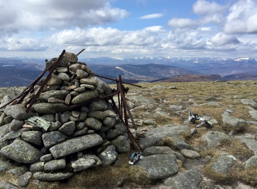 Carn an t-Sagairt Mor, two cairns close to one another